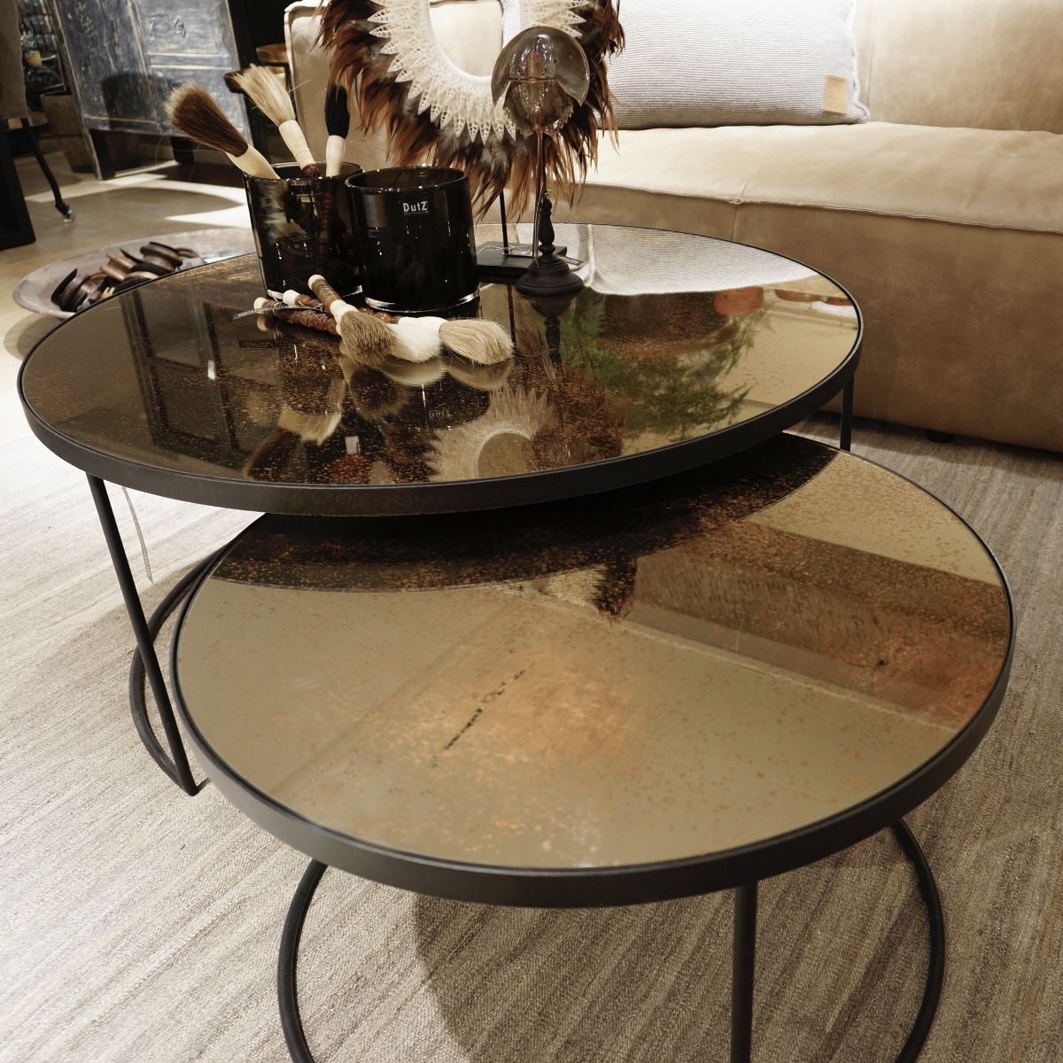 Set Ronde Salontafels.Round Coffee Tables Set With Aged Bronze Mirrors